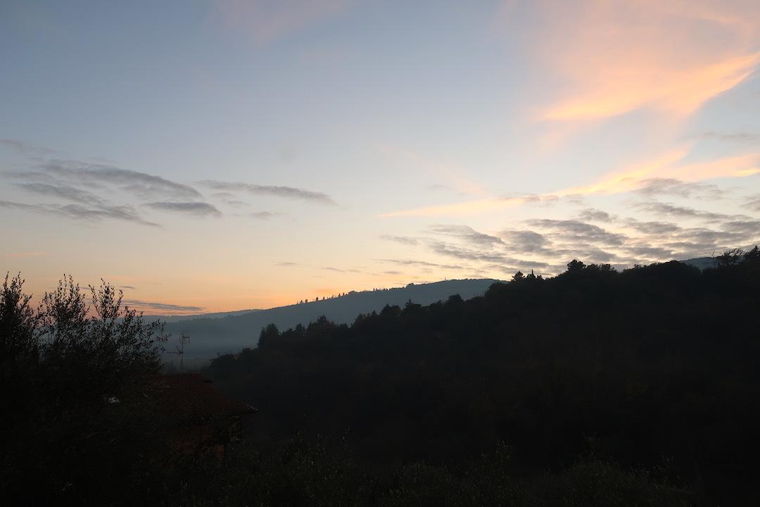 霧の秋夕空とカボチャ入りクリームシチュー_f0234936_06463704.jpeg