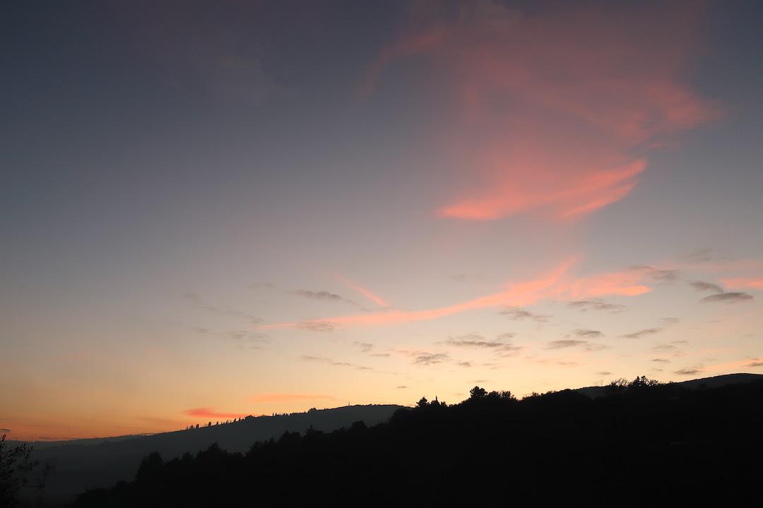 霧の秋夕空とカボチャ入りクリームシチュー_f0234936_06505511.jpeg