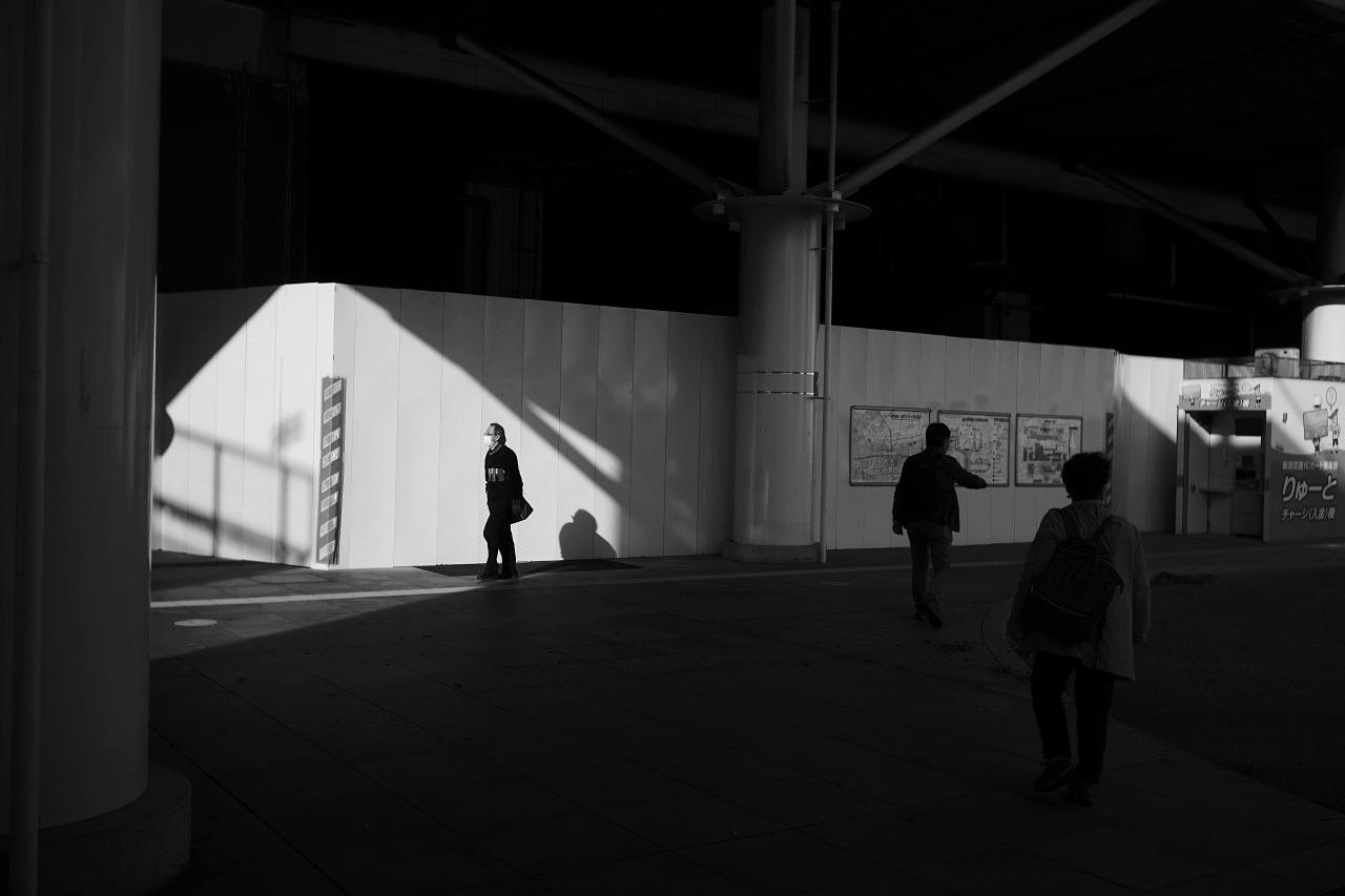 駅南の光と影 #01 20201122_c0082800_22273226.jpg