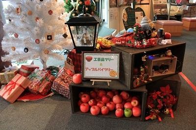 弘前の工芸品クリスマスツリーでお出迎え☆_d0131668_14115755.jpg