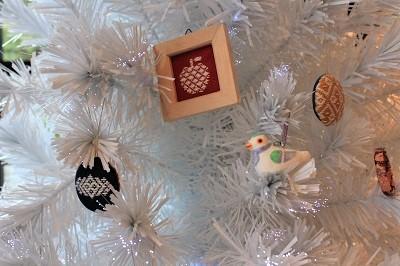 弘前の工芸品クリスマスツリーでお出迎え☆_d0131668_14155275.jpg