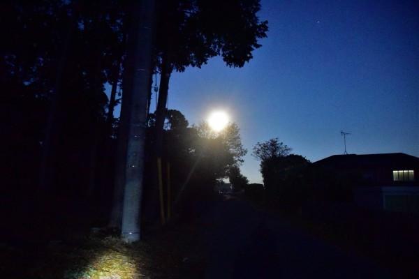 東空はの空に厚い雲_e0119218_09441115.jpg