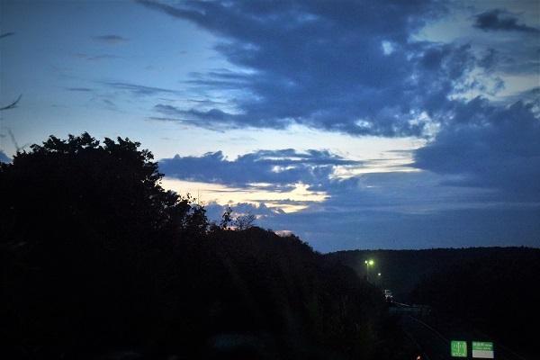 東空はの空に厚い雲_e0119218_09540734.jpg