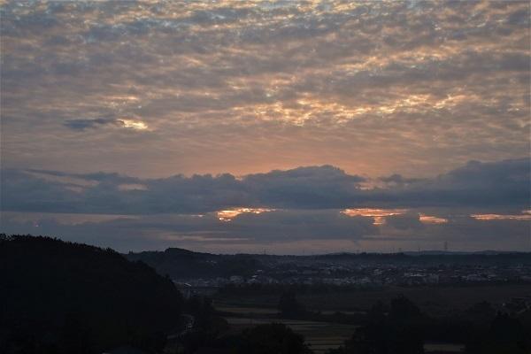 東空はの空に厚い雲_e0119218_09565190.jpg