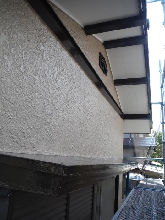 屋根、外壁塗り替えとメンテナンス ~ 細かい箇所の仕上げ。 _d0165368_03291961.jpg
