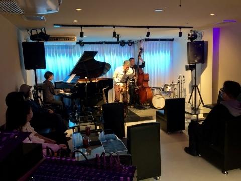 Jazzlive Comin ジャズライブカミン 広島 明日12月4日_b0115606_10421743.jpeg