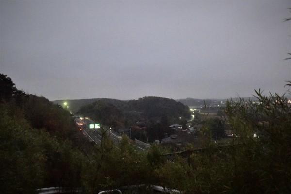 小雨降る朝_e0119218_08235469.jpg