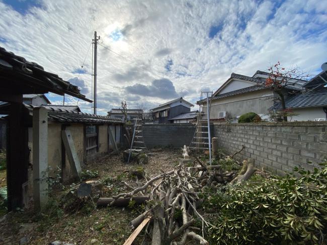 庭木の撤去から始まりました。_f0115152_12401172.jpg