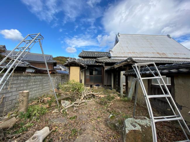 庭木の撤去から始まりました。_f0115152_12401648.jpg