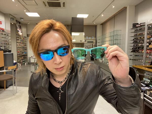 タケオ社長のDAKARA金栄堂 Youtube編 OAKLEY(オークリー)サングラスFROGSKINS LITE(フロッグスキン ライト)のレンズ交換方法!_c0003493_16364851.jpg