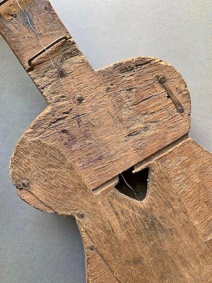 アフリカのギター_e0111789_10513327.jpeg