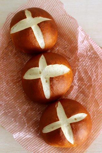もちもちパン用粉でラウゲンロール_a0165538_08434897.jpg