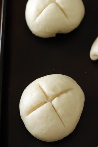 もちもちパン用粉でラウゲンロール_a0165538_08435631.jpg
