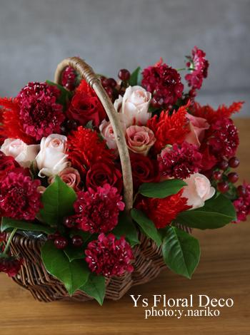 赤いお花のバスケットアレンジ_b0113510_15265273.jpg