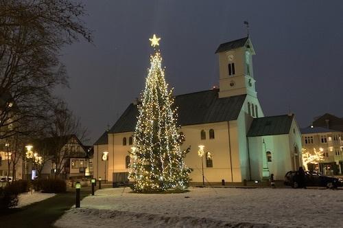 クリスマスらしくなってきたレイキャビク_c0003620_09493031.jpeg