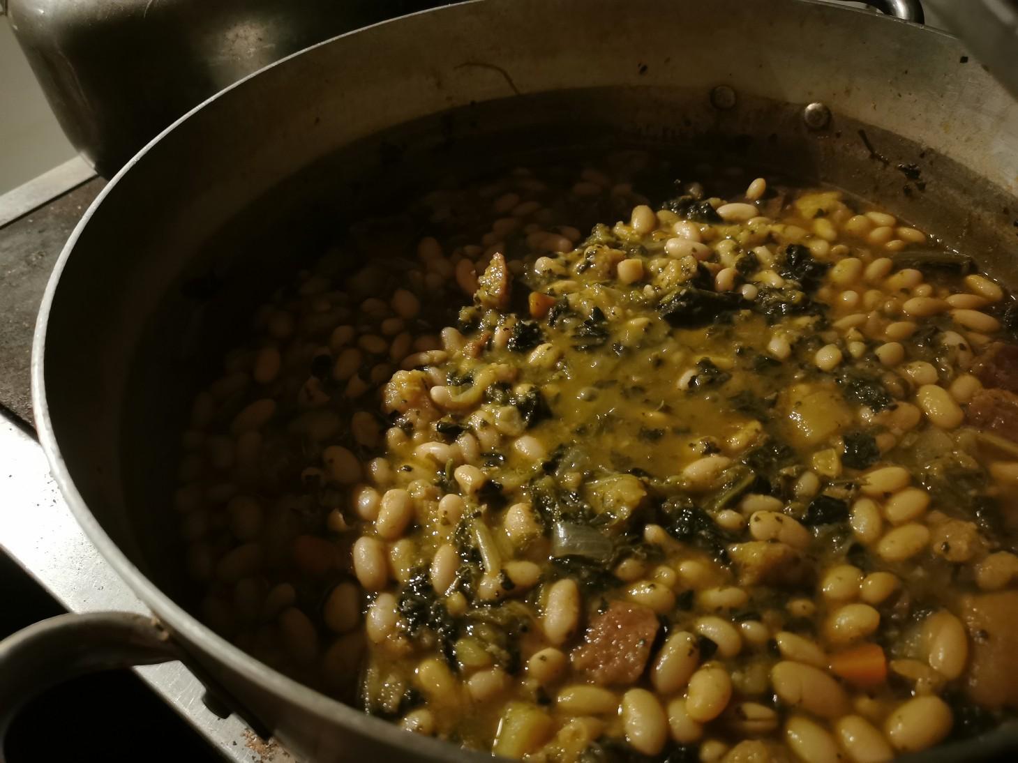 冬の定番料理はリボッリータ_f0106597_02185452.jpg