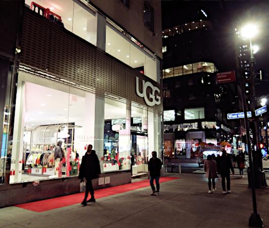五番街にニューヨーク初となるUGG(アグ)の旗艦店がオープン_b0007805_07091386.jpg