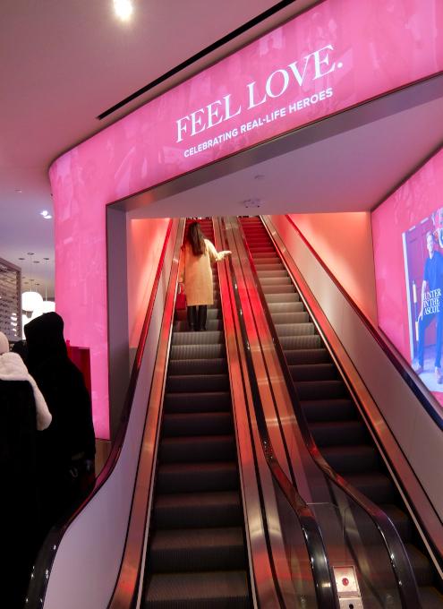 五番街にニューヨーク初となるUGG(アグ)の旗艦店がオープン_b0007805_08263905.jpg