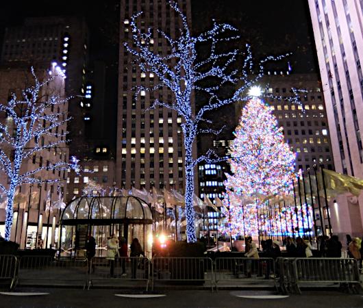 コロナ禍のNY、ロックフェラーセンターのクリスマスツリー 2020_b0007805_22161358.jpg