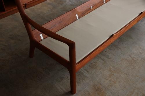 『Ole Wansher Model 169 Senator 3 Seat Sofa』_c0211307_23594256.jpg