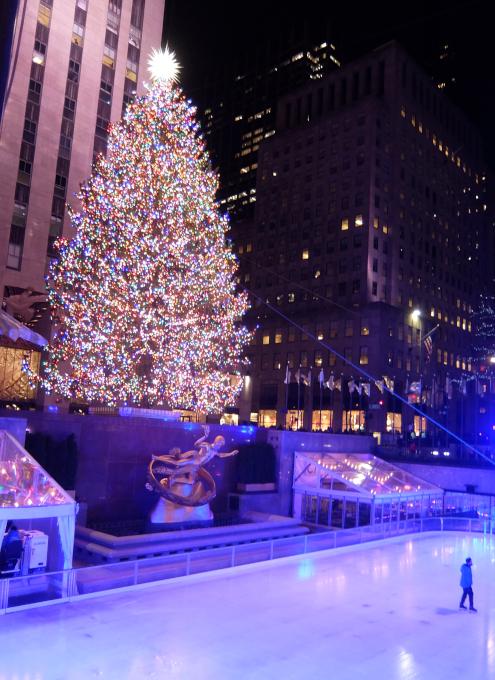 コロナ禍のNY、ロックフェラーセンターのクリスマスツリー 2020_b0007805_04112384.jpg
