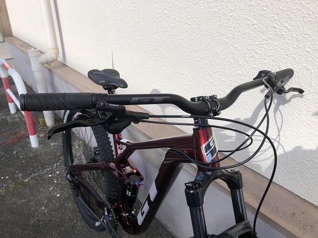 入門にオススメのフルサスバイク GT Sensor Sports 2021 入荷!_a0287235_11220423.jpg