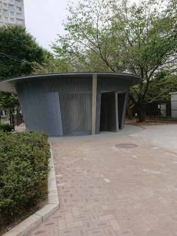 THE TOKYO TOILET(2)神宮通公園トイレ_a0147436_18162784.jpg