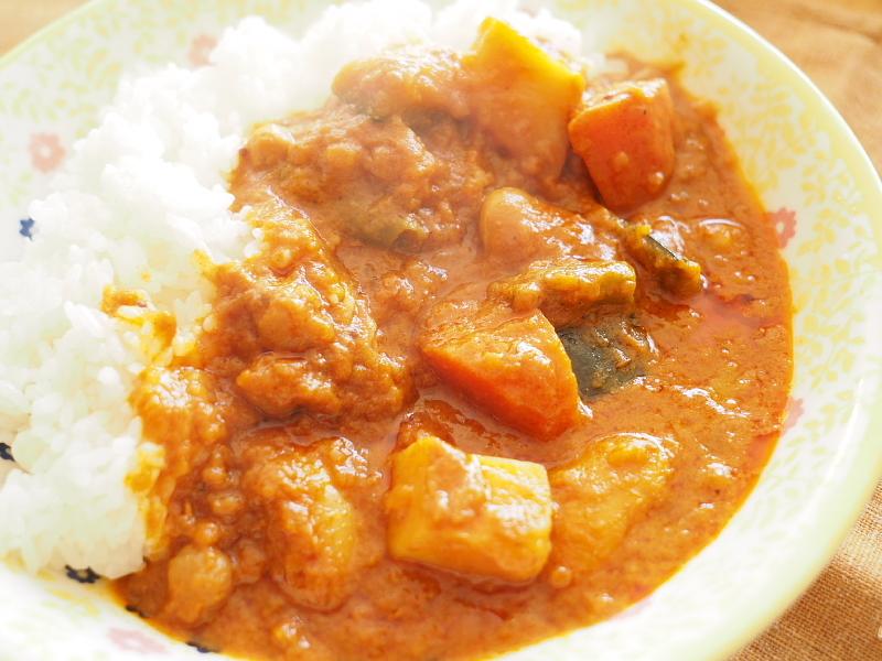 【レトルトカレー㉛】新宿中村屋 インドカリーベジタブル ~これが家で食べれるなんて_b0008655_00114234.jpg