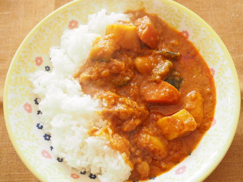 【レトルトカレー㉛】新宿中村屋 インドカリーベジタブル ~これが家で食べれるなんて_b0008655_00164901.jpg