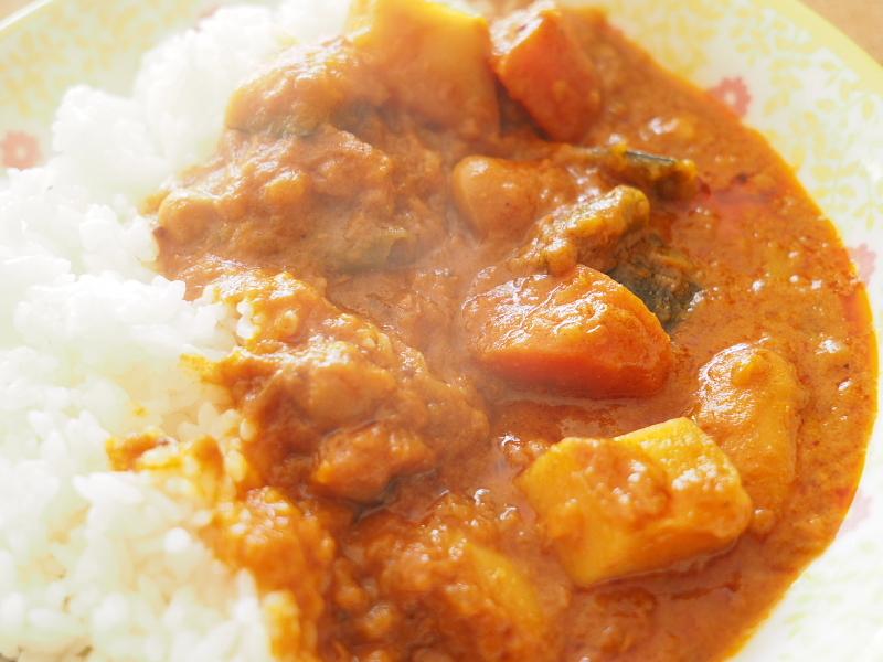 【レトルトカレー㉛】新宿中村屋 インドカリーベジタブル ~これが家で食べれるなんて_b0008655_00190260.jpg