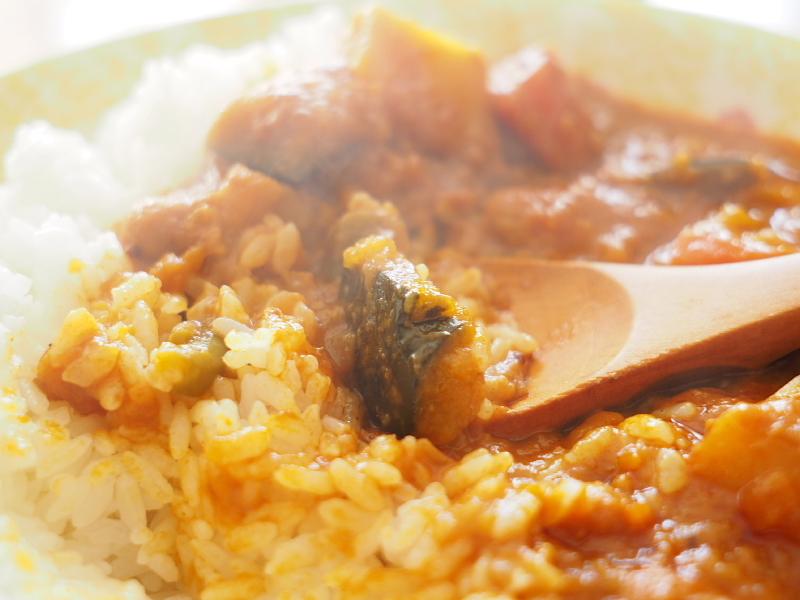 【レトルトカレー㉛】新宿中村屋 インドカリーベジタブル ~これが家で食べれるなんて_b0008655_00202312.jpg