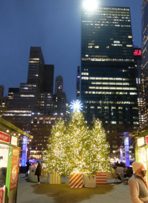 コロナ対策で小さくなったブライアント・パークのクリスマス・ツリー2020_b0007805_06312582.jpg