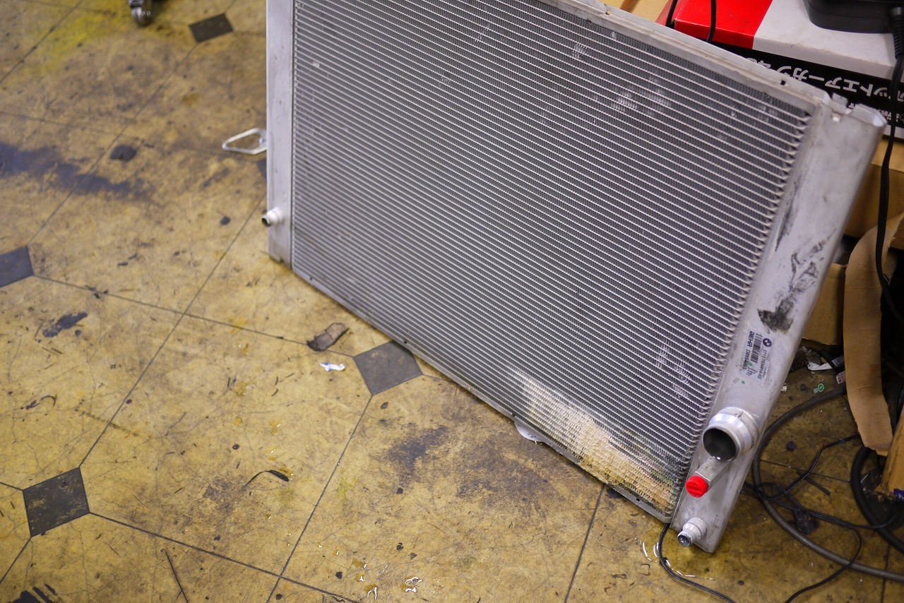 BMW E60 E61 ラジエター交換と エア抜き方法 電気式ウォーターポンプ_d0171835_17282014.jpg