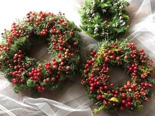 クリスマスリース作ってまーす_b0328590_11574042.jpg