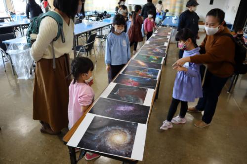 やと子ども美術教室 ~ 宇宙を描く ~_e0222340_13541563.jpg
