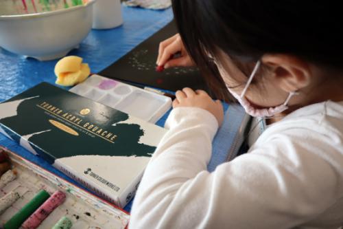 やと子ども美術教室 ~ 宇宙を描く ~_e0222340_13542524.jpg