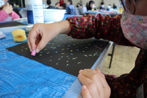 やと子ども美術教室 ~ 宇宙を描く ~_e0222340_13544559.jpg