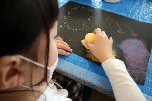 やと子ども美術教室 ~ 宇宙を描く ~_e0222340_13545908.jpg