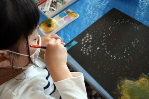 やと子ども美術教室 ~ 宇宙を描く ~_e0222340_13551404.jpg