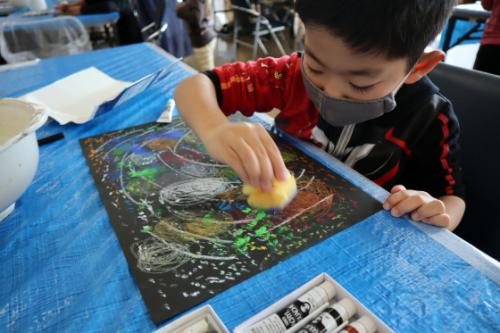 やと子ども美術教室 ~ 宇宙を描く ~_e0222340_13552029.jpg