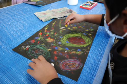 やと子ども美術教室 ~ 宇宙を描く ~_e0222340_13552455.jpg