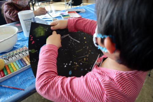 やと子ども美術教室 ~ 宇宙を描く ~_e0222340_13553340.jpg