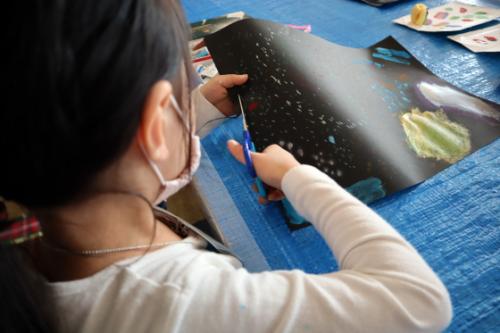 やと子ども美術教室 ~ 宇宙を描く ~_e0222340_13553604.jpg