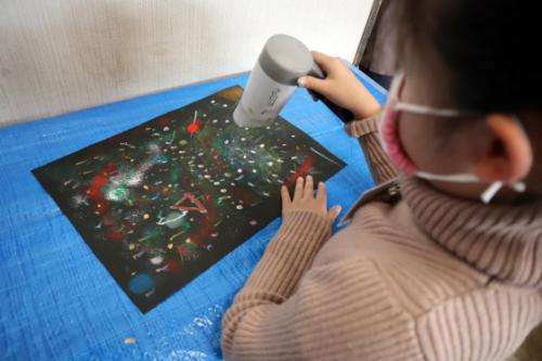 やと子ども美術教室 ~ 宇宙を描く ~_e0222340_13554895.jpg