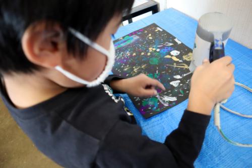 やと子ども美術教室 ~ 宇宙を描く ~_e0222340_13560859.jpg