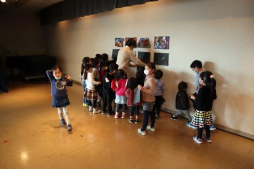 やと子ども美術教室 ~ 宇宙を描く ~_e0222340_13562407.jpg