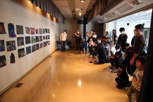 やと子ども美術教室 ~ 宇宙を描く ~_e0222340_13570337.jpg