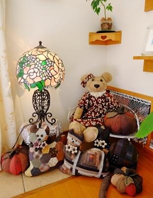 パッチワークとステンドグラスと木工品が素敵な生徒さんのお宅。_b0194861_11220457.jpg