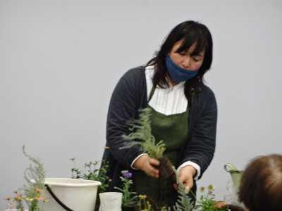 園芸講習会「クリスマスの寄せ植えづくり」開催の様子R2.12.4_d0338682_10132405.jpg