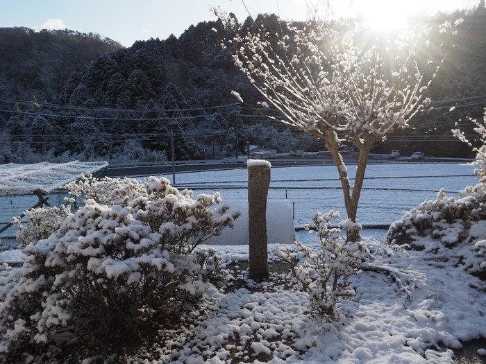 寒山(さぶやま)方面と庭の雪_c0116915_22221978.jpg